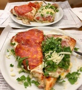 Two slices of pizza to share: A safe fallback for how to eat in Italy if you forgot your Italian menu guide.  ©KettiWilhelm 2017