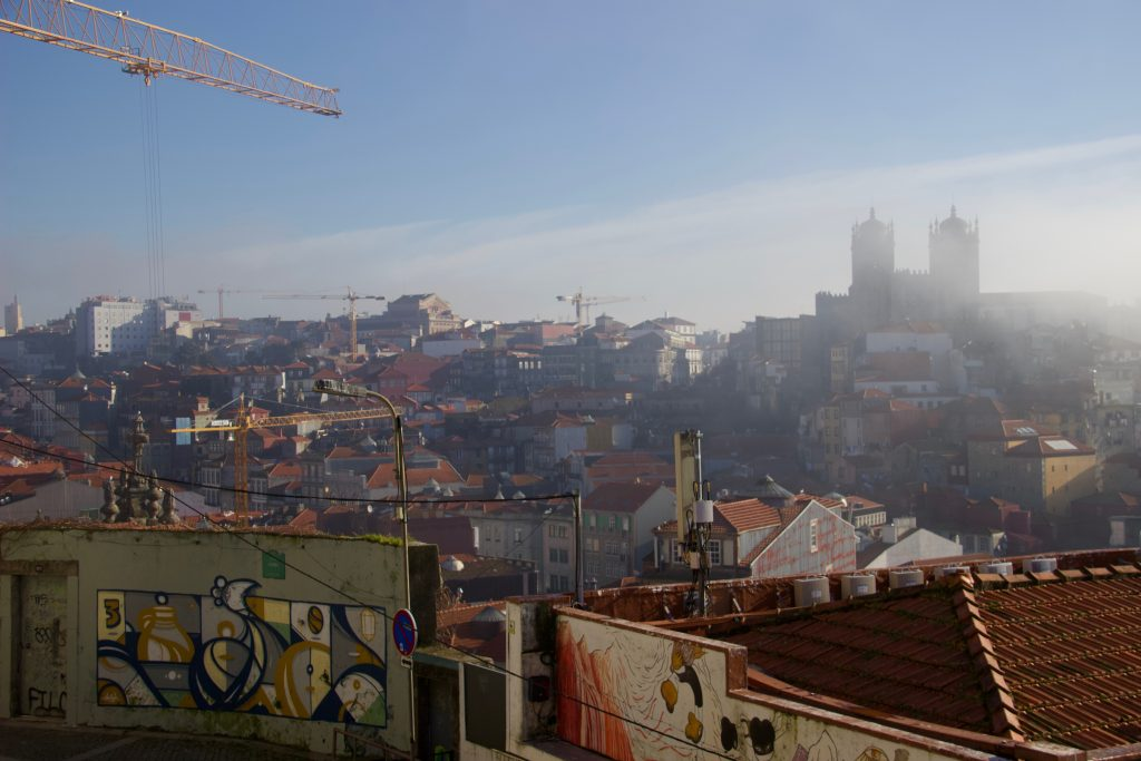 Fog and construction cranes over the city of Porto. ©KettiWilhelm2020