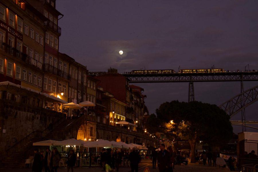 Dom Luis I Bridge seen from Ribeira Square at night. ©KettiWilhelm2020