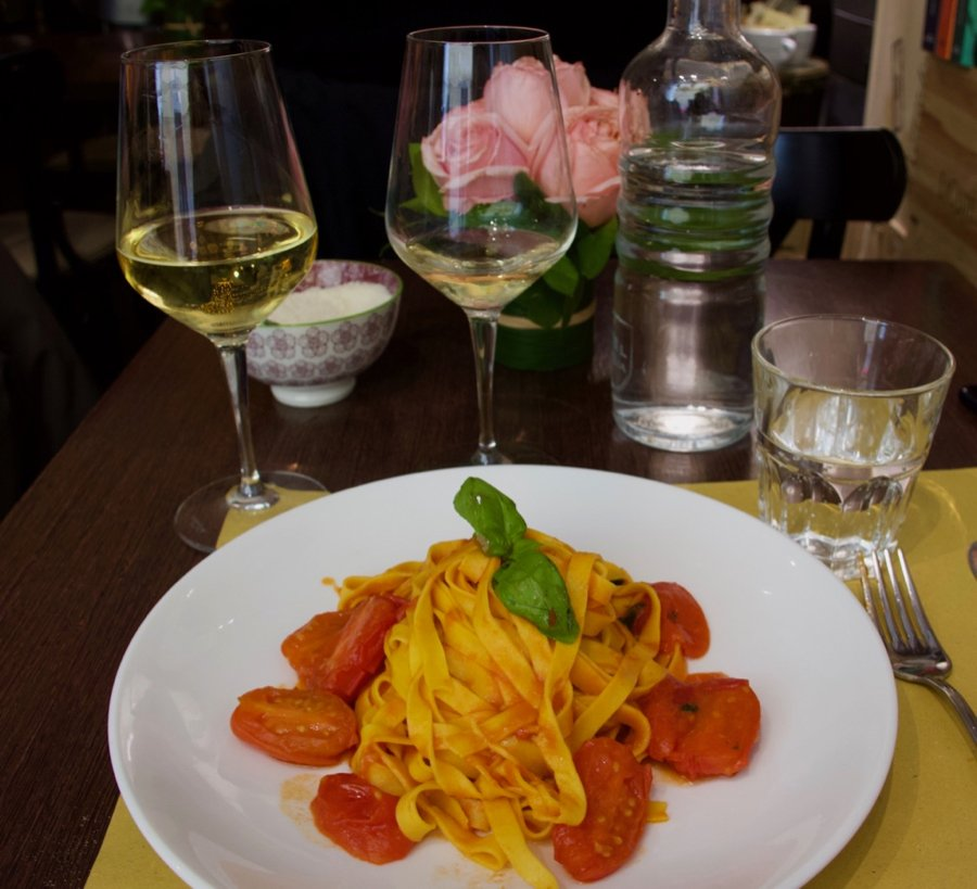 A plate of pasta con pomodori at my favorite restaurant in Rome. ©KettiWilhelm2020