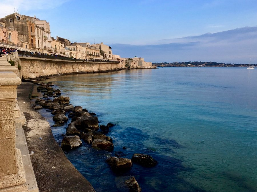 The Mediterranean seaside in Ortigia, the historic center of Siracusa, in Sicily. ©KettiWilhelm2018