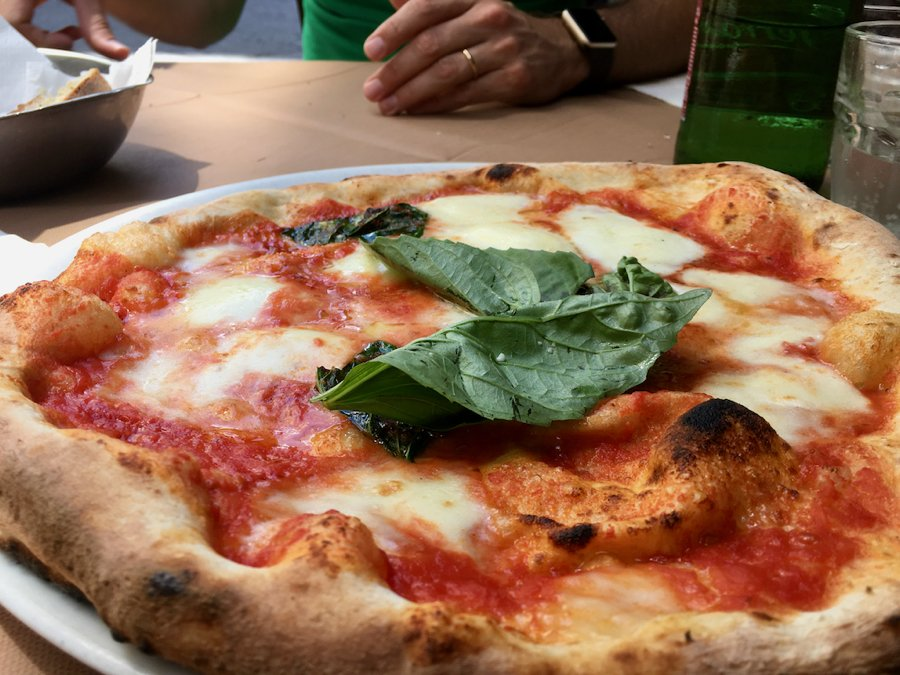 A traditional pizza margherita in Napoli, Italy. ©KettiWilhelm2020