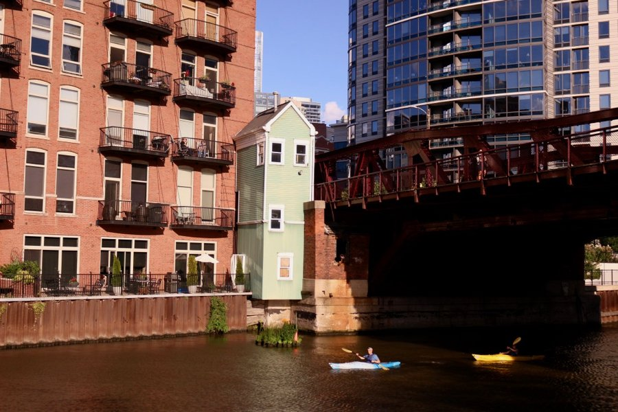 Kayakers on the Chicago River on a bright summer day. ©KettiWilhelm