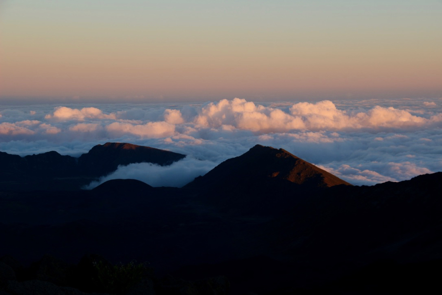 The pink light of the sunset on the clouds from the top of the Haleakala volcano, on Maui. ©KettiWilhelm2021