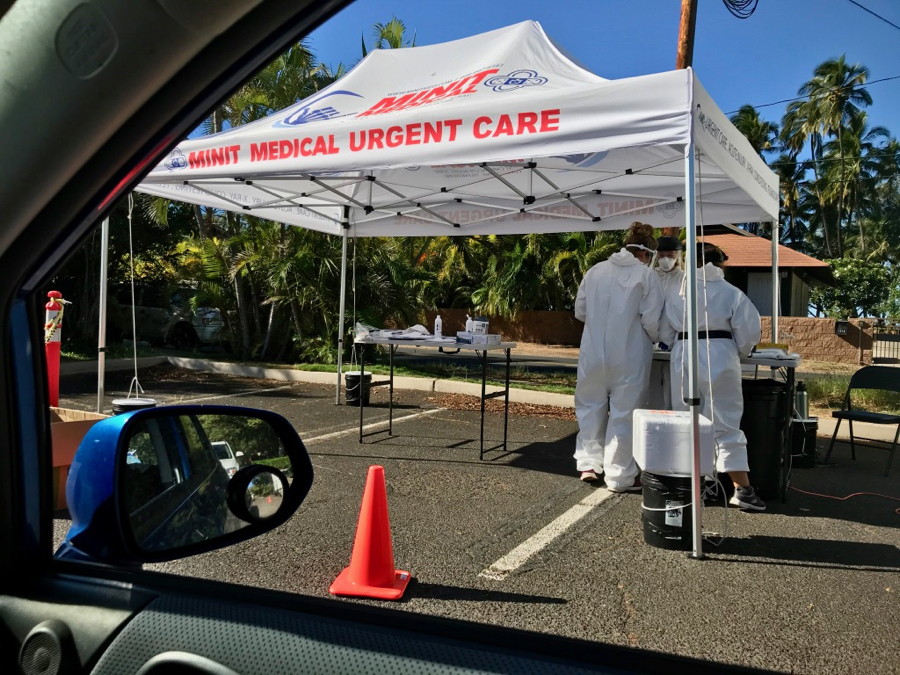 A tent with medical workers on Maui, seen from our car while we wait for our COVID-19 tests as travelers on the island. ©KettiWilhelm2021